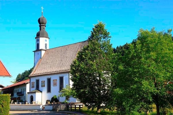 Kirche in der Ortschaft Antwort