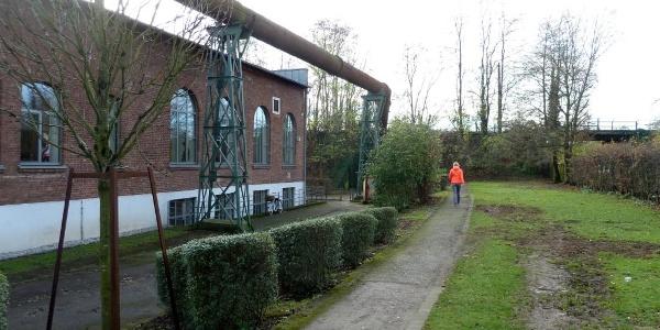 Rückseite Biologische Station Westl. Ruhrgebiet, kurz vor der Unterführung