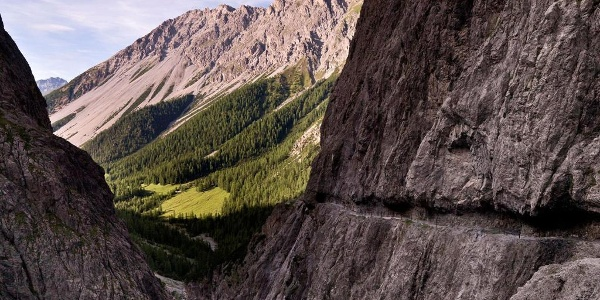 Der Weg durch die Felswände von Uina