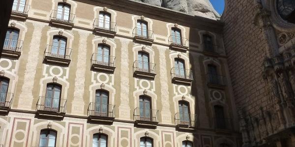 Im Hof des Klosters Montserrat