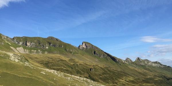 Blick auf den Gipfelgrat, in der Mitte: der Salober