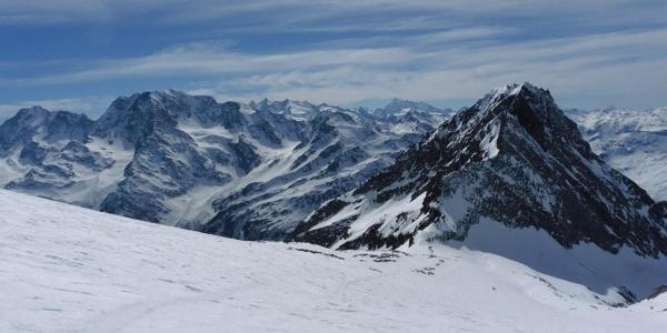 Wunderschöne Aussicht auf die umliegenden Berge vom Simplonpass
