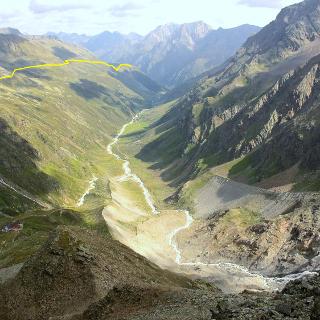 Blick vom Taschachhaus zur Rifflseehütte - links der eingezeichnete Fuldaer Höhenweg