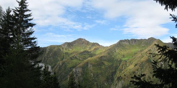 Der Blaustein bzw. Promos, 2195 m, rechts davon die Köderhöhe