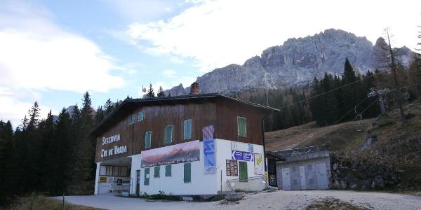 Die Talstation der Sesselbahn zum Rifugio Col de Varda