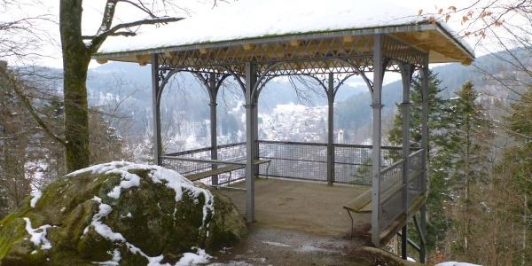 Pavillon oberhalb des Dreikaiserfelsens