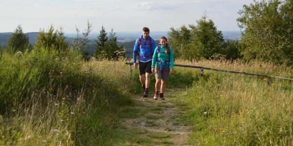 Wanderer am Preussischen Velmerstot, Hermannshöhen