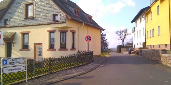 Startpunkt in der Ortsmitte Schneppenbachs