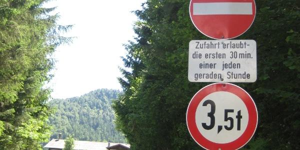Schotterstraße - quasi für den allgemeinen Verkehr geöffnet (05.06.2011)