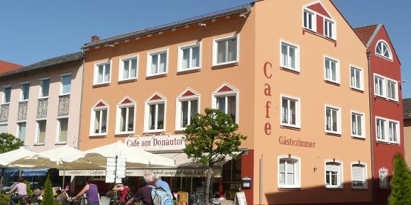 Cafè am Donautor in der Innenstadt von Kelheim im Altmühltal