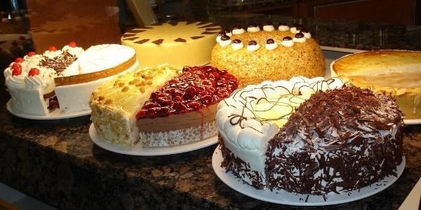 Cafè am Donautor - Kuchen und Torten aus der eigenen Konditorei