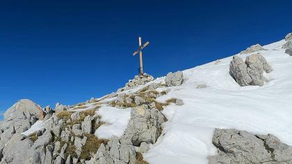 Gipfelkreuz von anderer Perspektive