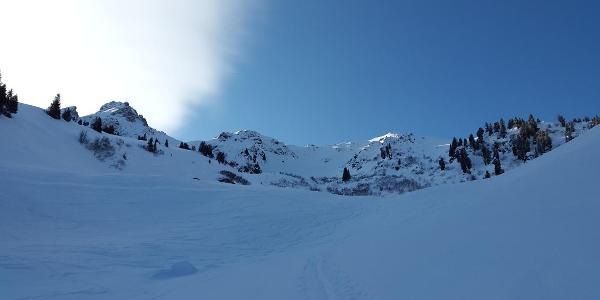 Alpilaalpe und Tschaggunser Mittagsspitze links im Bild