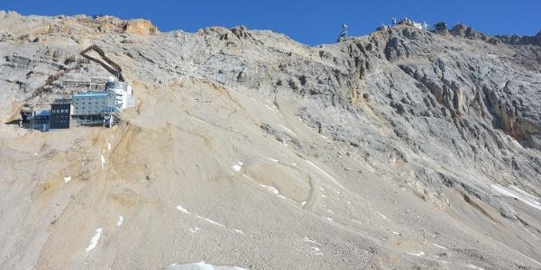 Blick von Sonnalpin in den Gipfelhang: Von hier aus sind es noch gute 400hm oder 1,5 Std zum Gipfel