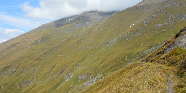Da gehts hinauf - weite Mattenflanken bestimmen anfangs den Aufstieg auf den Kempsenkopf