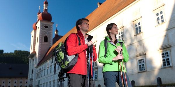 Vor den Toren des Stiftes St. Lambrecht