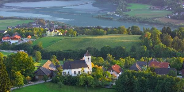 Blick auf die Kirche Rupertiberg