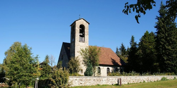 Kirche in Rettenbach beim Parkplatz