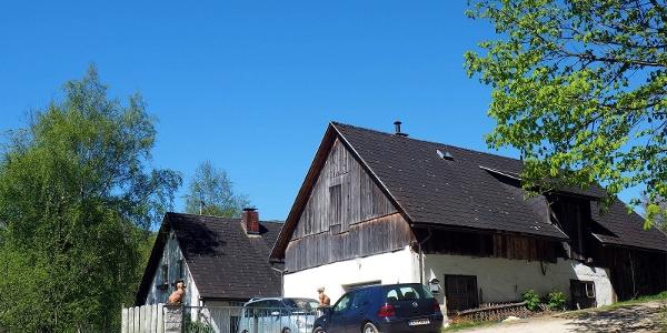 Hof 500m nach dem P Dorngraben (470m).