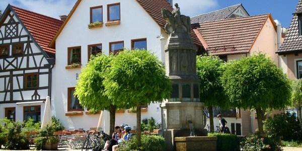 Marktplatz Bad Grönenbach mit Kriegerdenkmal