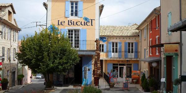 Le Bleuet - die beste Buchhandlung Frankreichs - ©Ferienhaus La Rostane