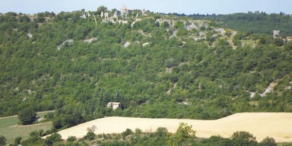 Blick auf das Ruinendorf Haut Montsalier - ©Ferienhaus La Rostane