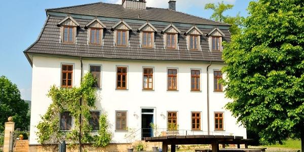 Hauptgebäude der ehemaligen Saline und Hotel - Wilhelmsglücksbrunn