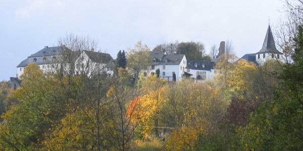 Kronenburg im Herbst