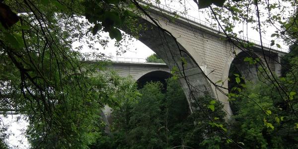 Stampfbetonbrücken.