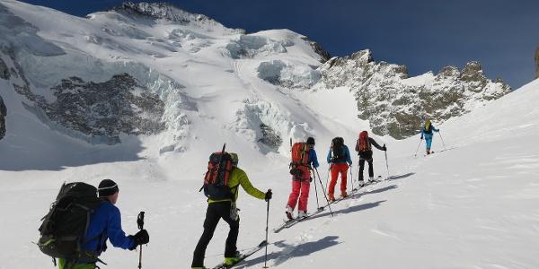 Noch am Glacier Blanc queren wir den Hangfuß der SO-Flanke des Roche Faurio.