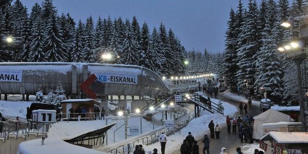 Rennschlitten- und Bobbahn im Winter