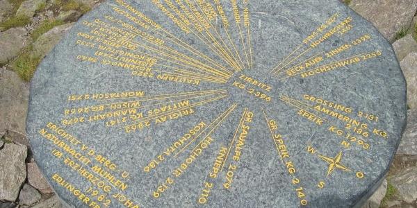 Orientierungstafel am Gipfel des Zirbitzkogel