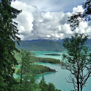 Blick über den Walchensee beim Abstieg