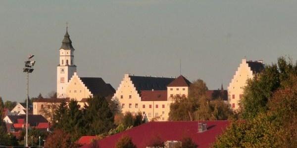Fuggerschloss Babenhausen mit Kirche St. Andreas
