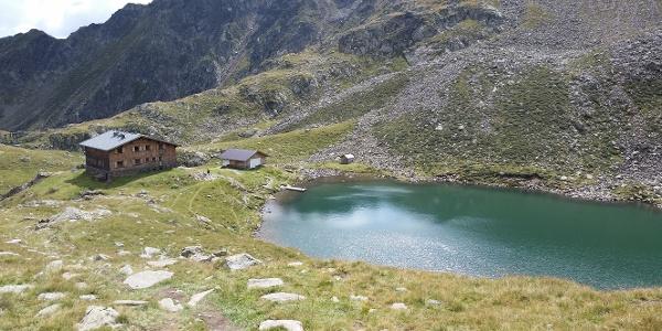 Tiefrastenhütte mit gleichnamigen See