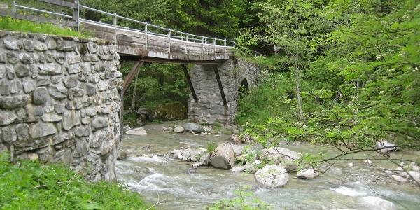 Brücke mit römischen Fundament in Cuflons