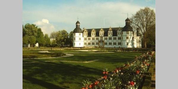 Ganz in der Nähe: Schloss und Barockgarten Neuhaus
