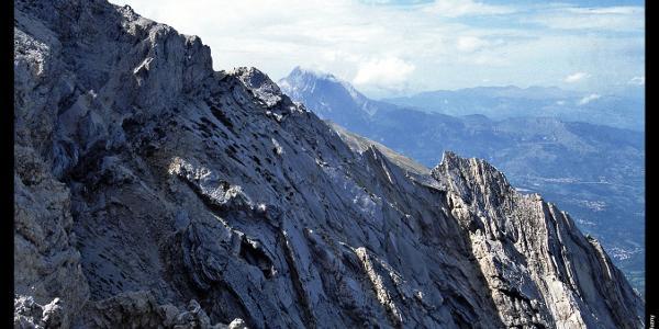 Corno Grande (Mitte Hintergrund) vom Aufstieg zum Monte Camicia