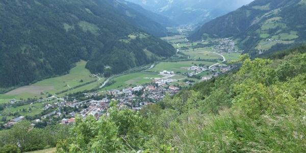 Tiefblick vom Pfaffenberg auf das Mölltal mit Obervellach