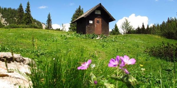 Die alte (bis Okt. 2017 bestehende) Wolfgang-Dirnbacher-Hütte auf der Rax
