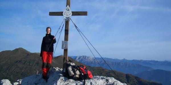 Zottachkopf-Gipfelkreuz, linker Bildrand Hochwipfel