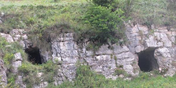 Ricoveri scavati nella roccia