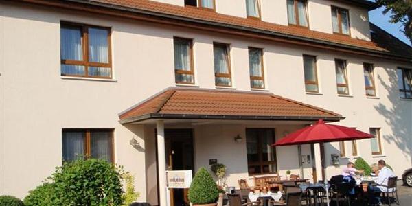 Frühstückstische draußen Hotel Hollmann