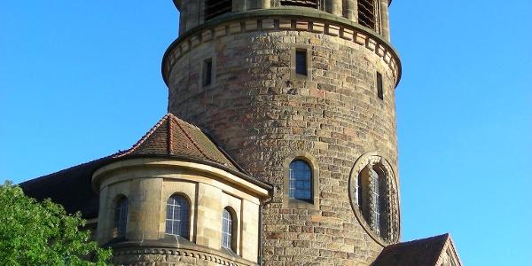Die imposante Kirche steht in Rockenhausen.