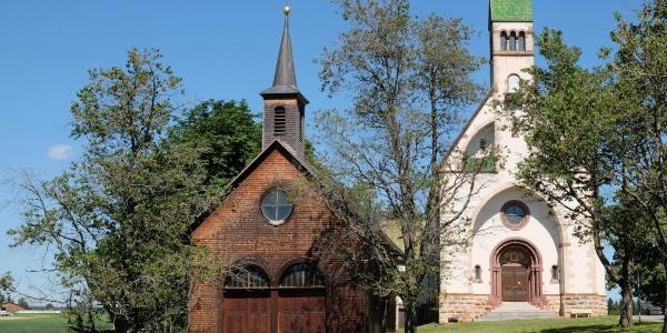 Historische Wallfahrtskapelle und neuromanische Wallfahrtskirche Witterschnee