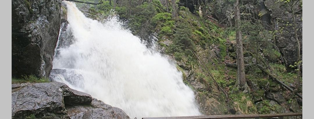 Oberer Riesloch-Wasserfall bei Hochwasser