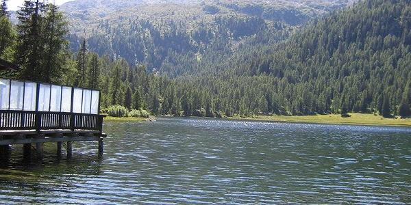 Der Lago Maghette (1890 m) mit der Cima di Laste (2770 m) im Hintergrund.