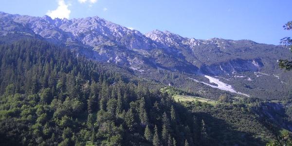 Blick auf die Lattenspitze und Thaurer Alm