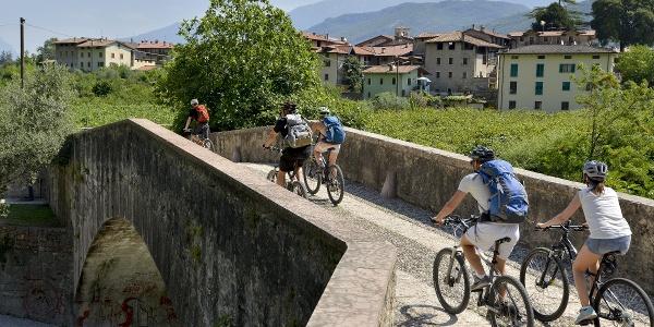 """Die """"römische"""" Brücke in Ceniga"""
