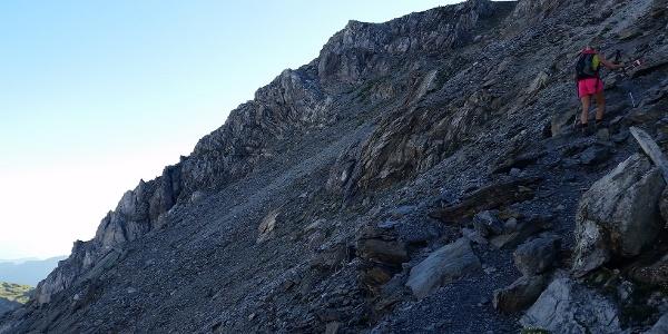 Anstieg über steilen und grölligen Fels